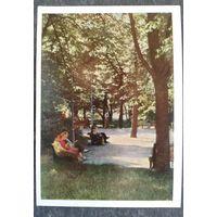 Москва. В Александровском саду. 1959 г. Чистая