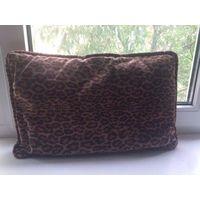 Подушка на диван, тигровая расцветка. Размер 52 на 35 см. Ткань - золотое руно. Отличное состояние.