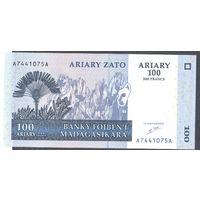 Мадагаскар 100 и 200 ариари 2004 UNC