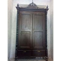 Шкаф старинный 19 века.