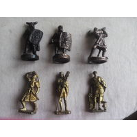 Киндер. Металлические фигурки войнов.