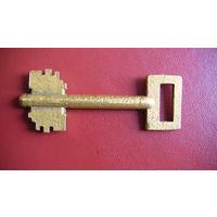 Ключ старый, от дверного замка.   распродажа