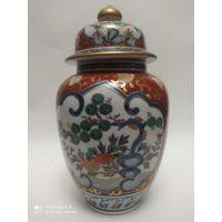 Старинная фарфоровая ваза с крышкой. Китай . Клеймо CHENGHUA