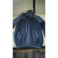 Кофта мужская, вязаная, б/у, состояние: как новое, р-р 48-50, цвет: синий. Можно носить как верхнюю одежду. Очень качественная кофта.