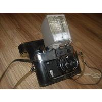 Фотоаппарат ФЕД 5В. В отличном состоянии,полностью рабочий,плюс фотовспышка!