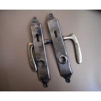 2 ручки дверные с накладками (комплект) латунь