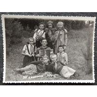 Фото пионеров из пионерлагеря в Ждановичах. 1949 г. 8.5х12 см.