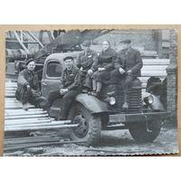 Фото на автокране. 1955 г. 8.5х11.5 см