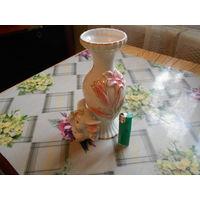 Статуэтка-вазочка