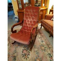 Старинное кресло-качалка в стиле честерфильд.дерево массив бархатная обивка.все родное отличное состояние .Франция.