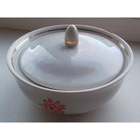 Тарелка фарфоровая с крышкой
