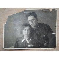 Фото военного с женщиной. 1930-е. 9х12 см.