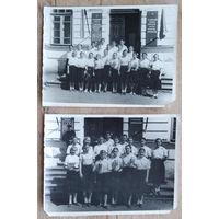 Два фото группы физкультурниц со спортивными кубками. СШ N4. г.Благовещенск. 9х12 см. Цена за оба.