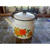 Старый чайник под кашпо