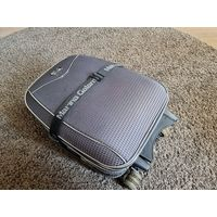 Удобный компактный чемодан.
