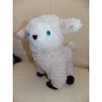 Игрушка мягкая- овечка