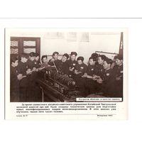 Фотохроника ТАСС 1953 г. - 7. Китай, изучение устройства паровоза