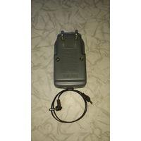 Зарядное для 2-х аккумуляторов АА-AAA или блок питания на 3 вольта, старое, нет одного болтика. Заряд 1.2v 50мА, питание 3v 300mA.