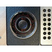 Радиоприемник SELGA-404 с красной шкалой.