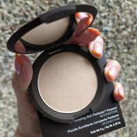 Хайлайтер Becca Shimmering Skin Perfector Pressed (оттенок Moonstone)