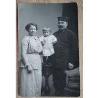 Фото немецкого военного с семьей. 1 мировая война. 1914-15 г. 10х15 см