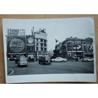 Фото площади Пикадилли в Лондоне. 1960-е. 13х18 см.