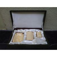 Настольный подарочный набор(пепельница, карандашница, визитница) в футляре.