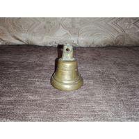 Старый, бронзовый, звонкий колокольчик, в хорошем состоянии.