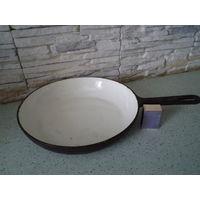 Сковорода чугунная, внутри эмалированная СССР